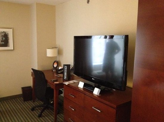 The Curtis Denver - a DoubleTree by Hilton Hotel: TV