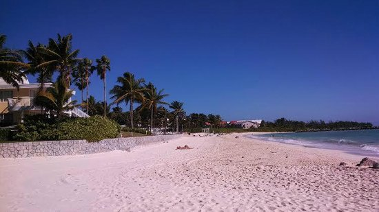 Grand Lucayan, Bahamas: Spa-side beach at mid-day