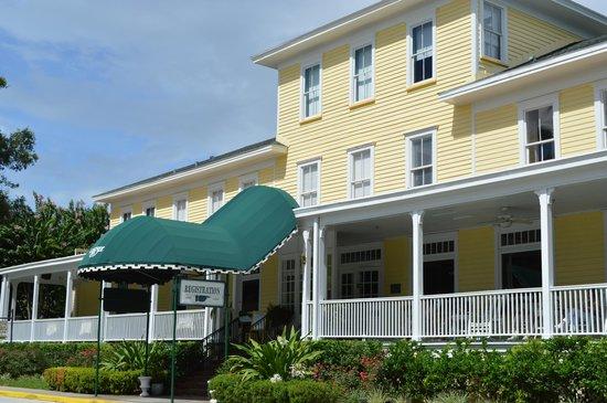 Lakeside Inn: Main building
