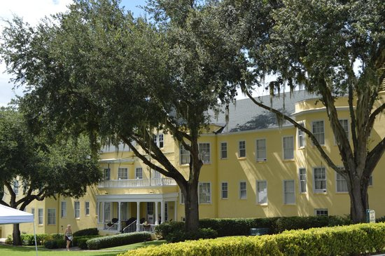 Lakeside Inn lodging