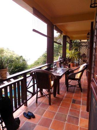 Villa Pomme d'Amour : Balcon d'un autre angle