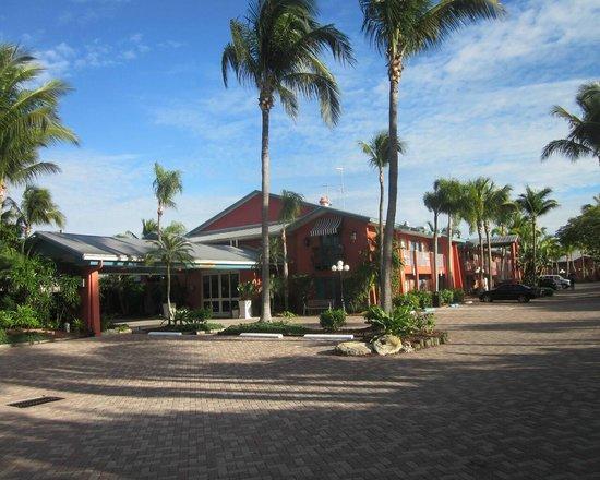 Holiday Inn Sanibel Island: front of hotel