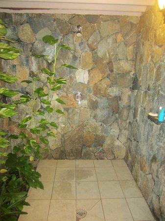 Sugar Mill Hotel : Wonderful outdoor shower.