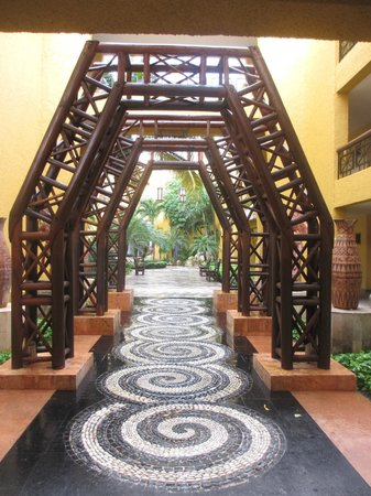 Iberostar Paraiso Maya : Nice courtyards