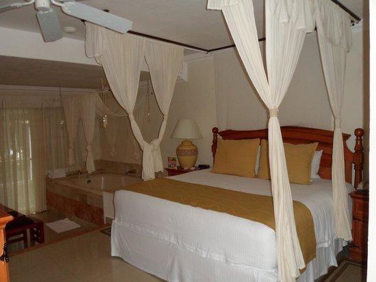 Sensimar Seaside Suites & Spa: Bed - Room 2915