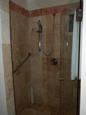 Sensimar Seaside Suites & Spa: Shower - Room 2915