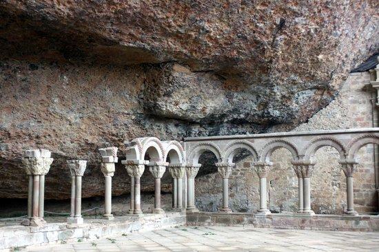 San Juan de la Peña: Claustro de S. juan de la Peña