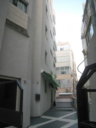 130 Rock Apartments: façade