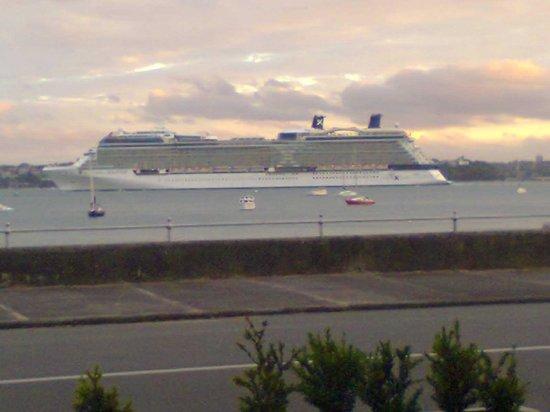 Platter : 2nd Ship A Cruise liner.