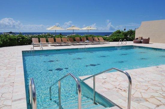 Santa Barbara Beach & Golf Resort, Curacao : Отдельный бассейн для гостей живущих в бунгало