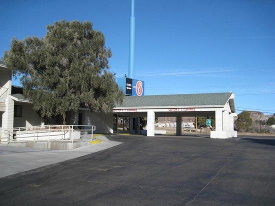 Motel 6 Kingman West: Entry