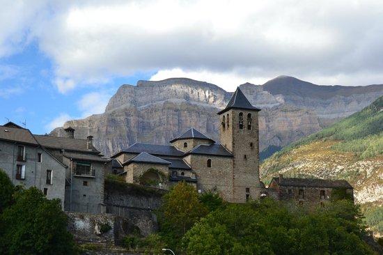 Parque Nacional de Ordesa y Monte Perdido: Torla desde aparcamiento
