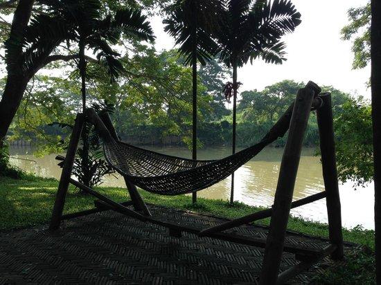 Baan Nam Ping Riverside Village: Hamac avec vue sur la rivière Ping