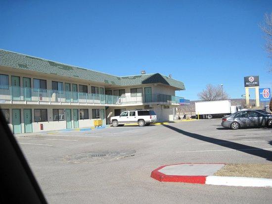 Motel 6 Grants: Exterior