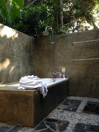 Baan Nam Ping Riverside Village: La salle de bains d'extérieur