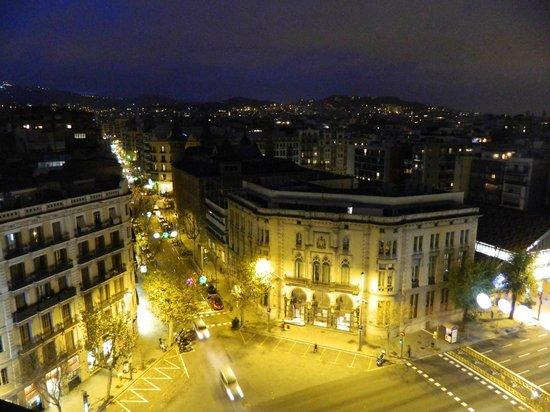 Arago 312 Apartments : vue de la terrasse le soir