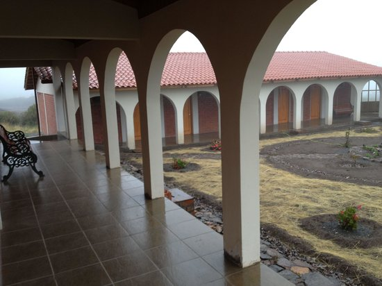 Hotel Qantati: Chambres vues extérieures. Mauvais temps le 8 janvier 2014