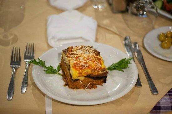 Taverna Ambrosia: tasty mousaka!