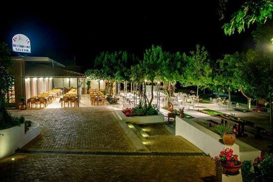 Taverna Ambrosia: Ambrosia Garden Restaurant by Night