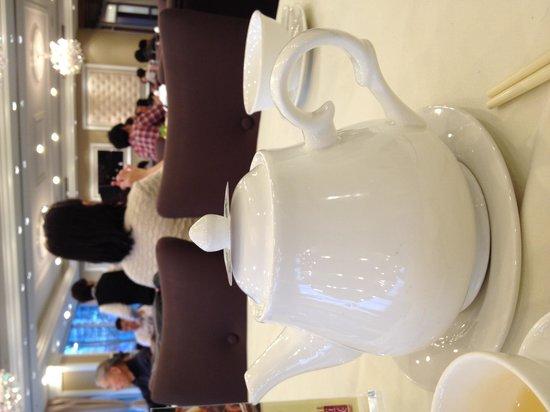 Empire Seafood Restaurant: Nice restaurant. Nice teapot!