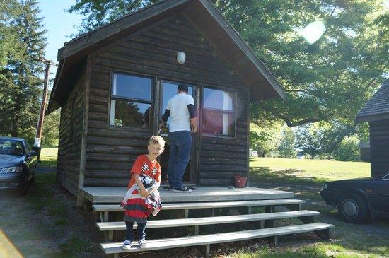 Rotorua Thermal Holiday Park: basic cabin
