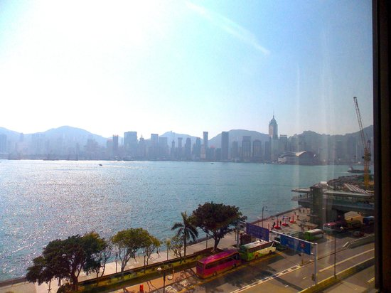 Kowloon Shangri-La Hong Kong: This is what you are greeted by every morning!