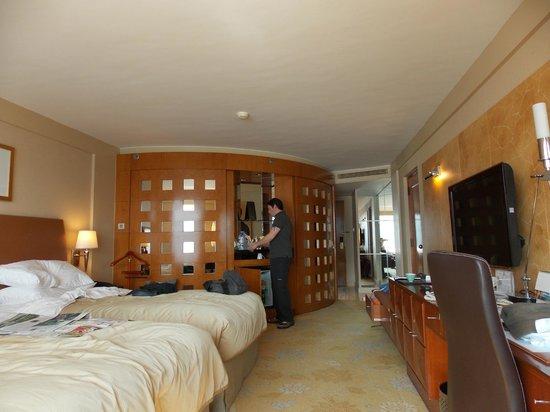 Kowloon Shangri-La Hong Kong: Nice large rooms, especially for HKG