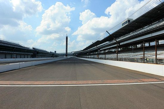 Indianapolis Motor Speedway Museum: Finishing line - the red bricks