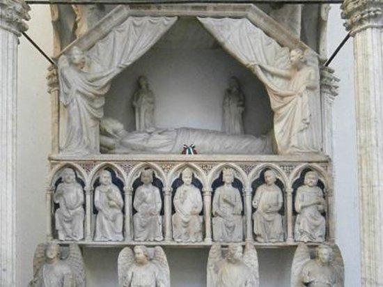 Museo Diocesano Napoli - Complesso Monumentale Donnaregina: Il sepolcro di Maria d'Ungheria, opera di Tino di Camaino