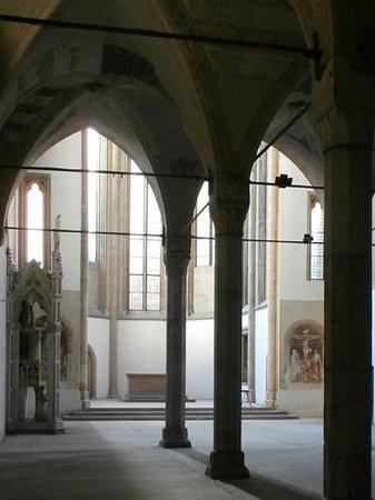 Museo Diocesano Napoli - Complesso Monumentale Donnaregina: L'ingresso alla chiesa vecchia
