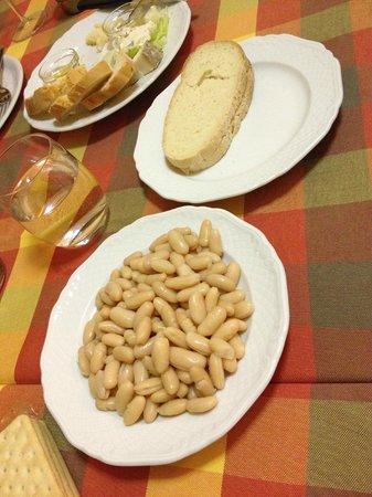 Antica trattoria del Turbone: Cannellini  Beans & a slice of gluten free bread