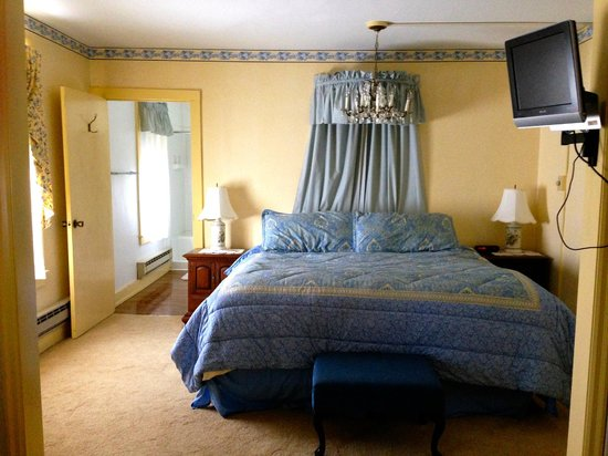 Crestmont Inn: French Country Cottage