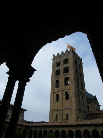 Monestir de Santa Maria de Ripoll: Torre desde el claustro