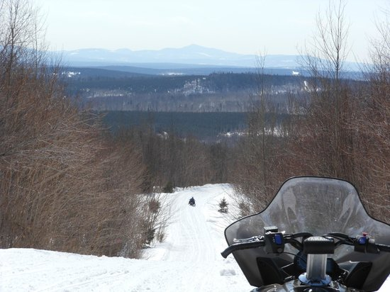 Historic Pittston Farm: Snowmobile trail from the lodge