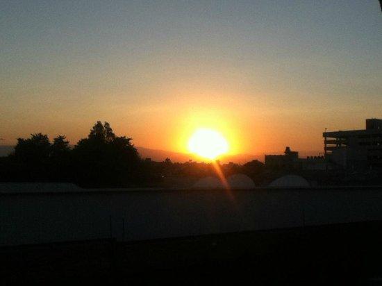 Fiesta Inn Aeropuerto Ciudad de Mexico : Sunset view from balcony in room