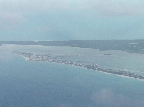 Miami Seaplane Tours : approaching the island in the stream, Bimini