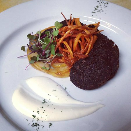 Garryowen Irish Pub: Black Pudding Dinner Special