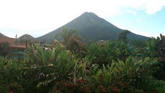 HOTEL LA PRADERA: Vista al volcán