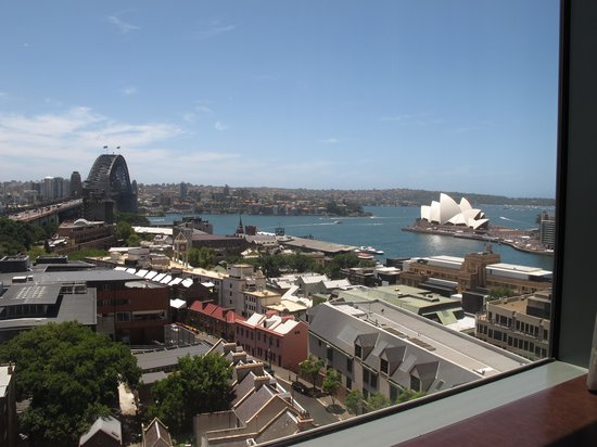 Shangri-La Hotel Sydney: View of the Harbor from the room