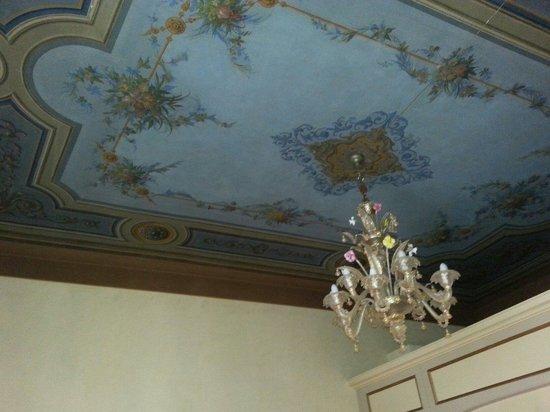 Palazzo Schiavoni: Soffitto sala colazione