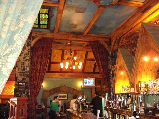 تمبل جيت هوتل: The pub