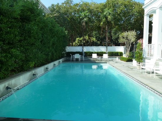 Melrose Mansion: The pool