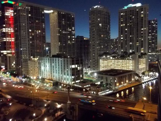 Kimpton EPIC Hotel: vista noturna de downtown