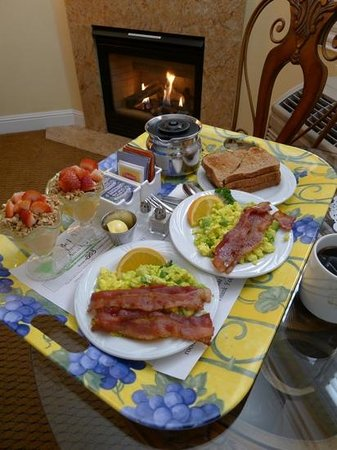 Bel Abri Napa Valley Inn: a wonderful breakfast by the fire in our room.