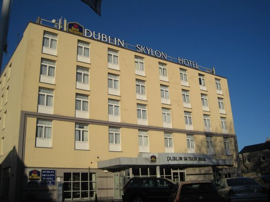 Dublin Skylon Hotel: Front of Hotel
