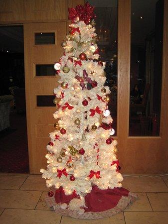Dublin Skylon Hotel: Christmas Tree in Dining Room