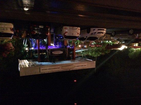 Las Vistas Cafe at Siete Mares Bay Inn: Front at night