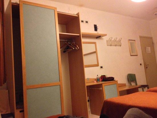 Alloggi Gerotto Calderan: armário coletivo