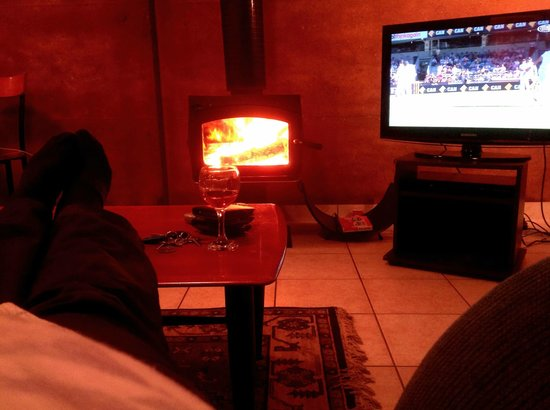 Split Point Cottages: Feet up, fire, wine and cricket on tv!