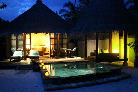 Four Seasons Resort Maldives at Kuda Huraa: chambre extérieure
